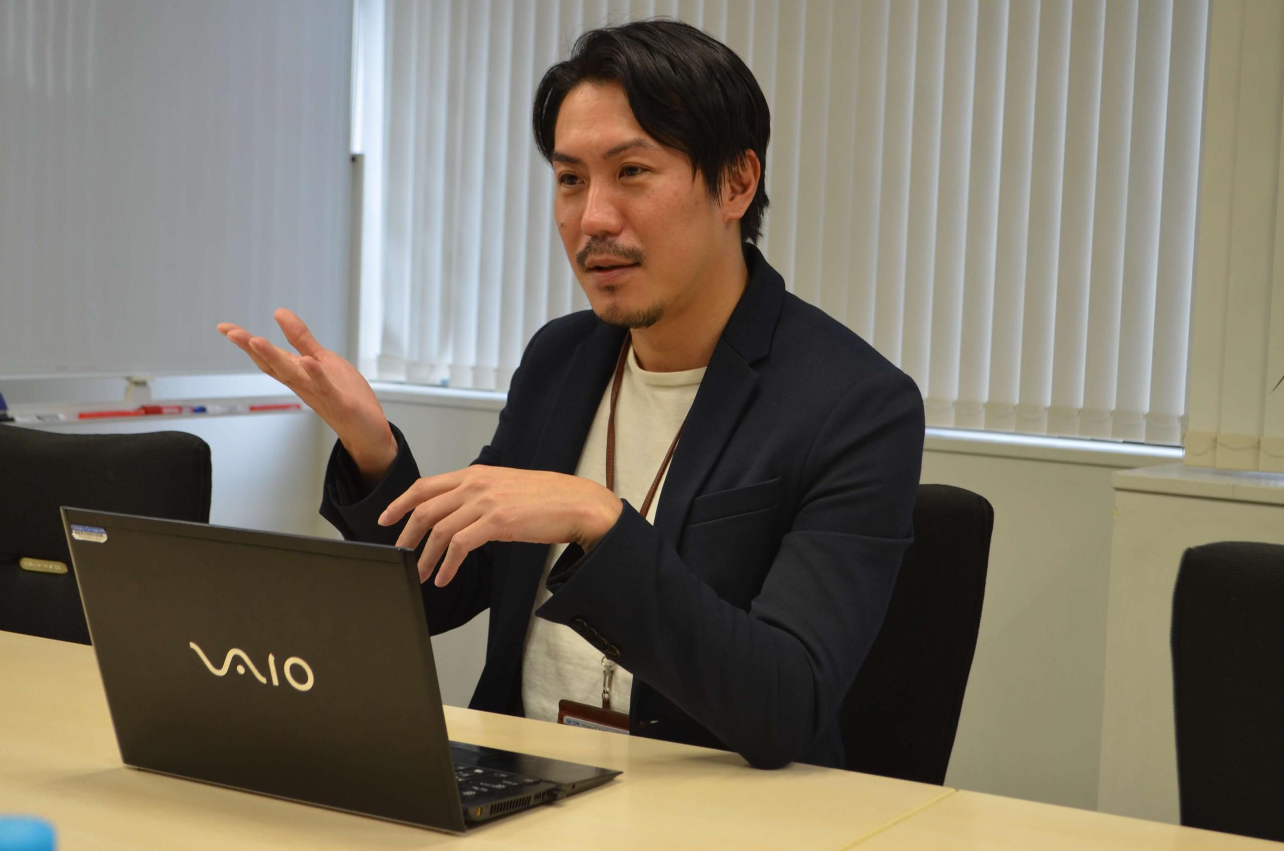 オンライン決済代行について話す小倉氏