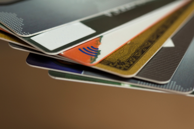 クレジットカードの多重申込「1ヶ月に2枚」までが安心!